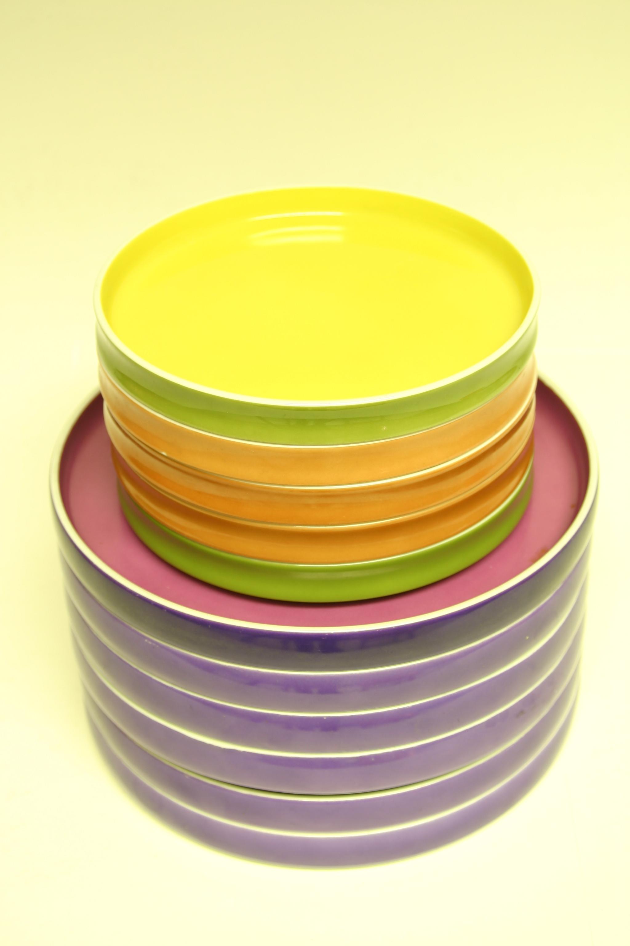 Stacking plates