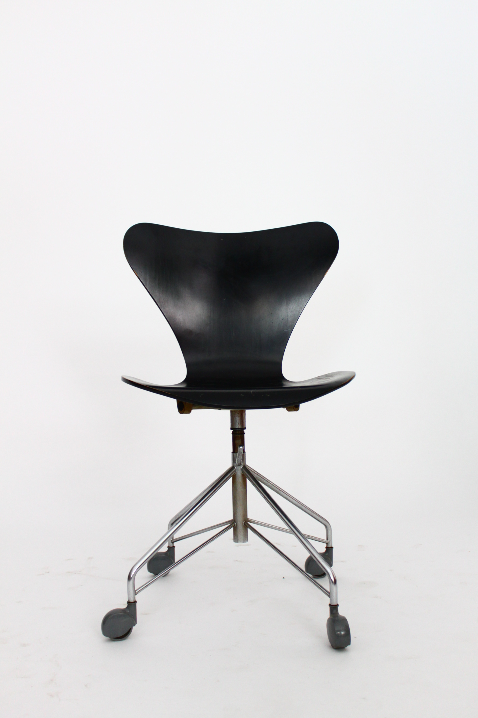 Arne Jacobsen Swivel Chair