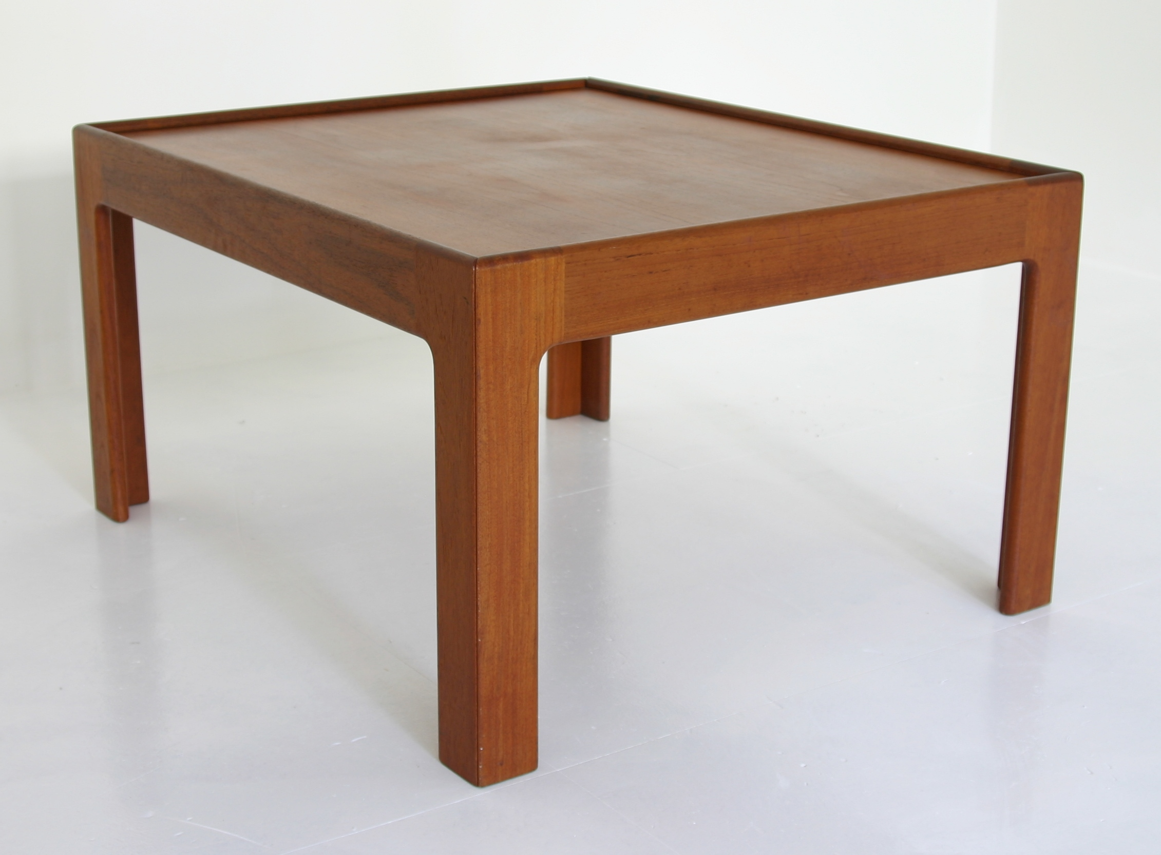 Generic Sixties Table