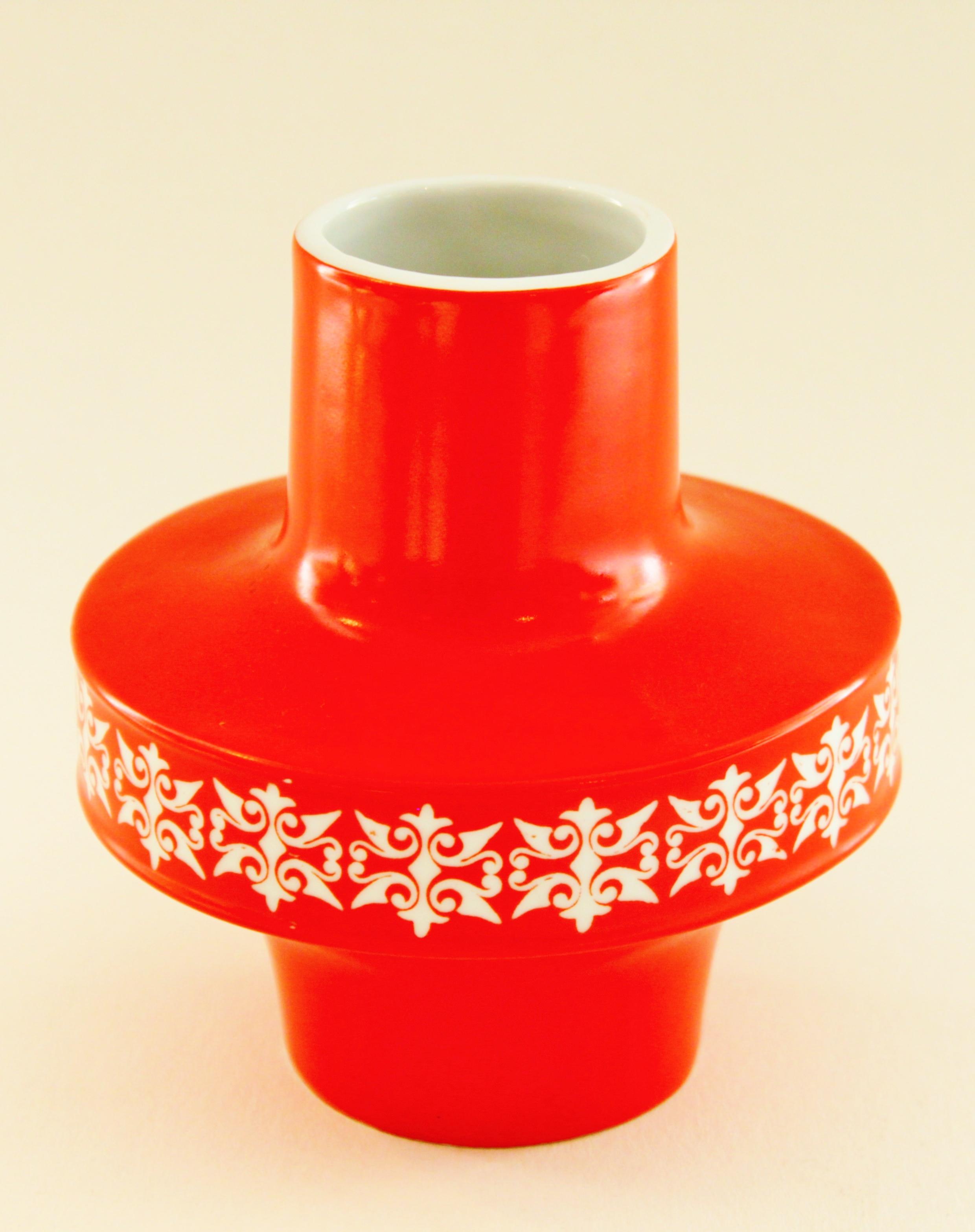 Red Pattern Vase