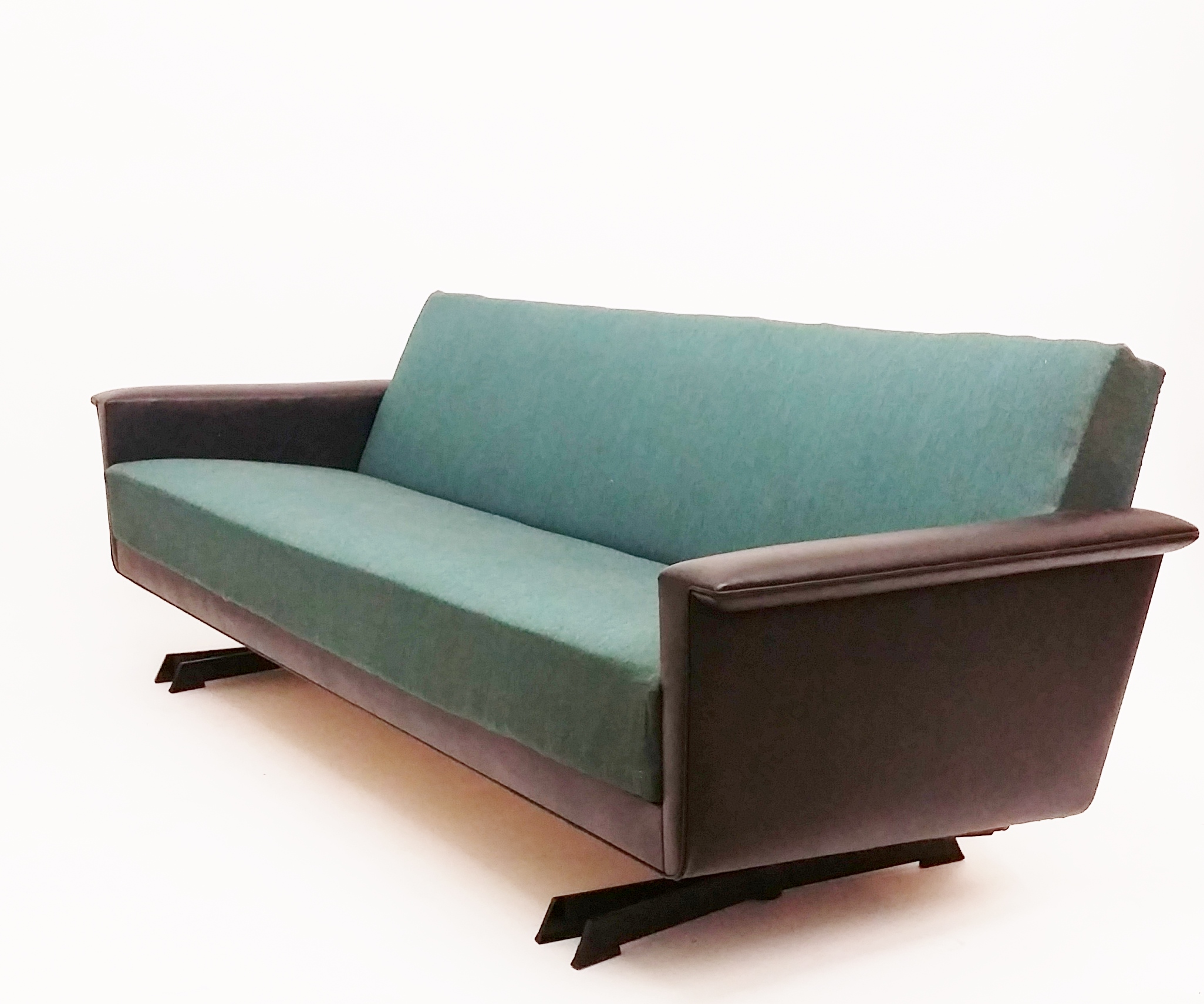 Sixties style sofas for Sixties style chairs
