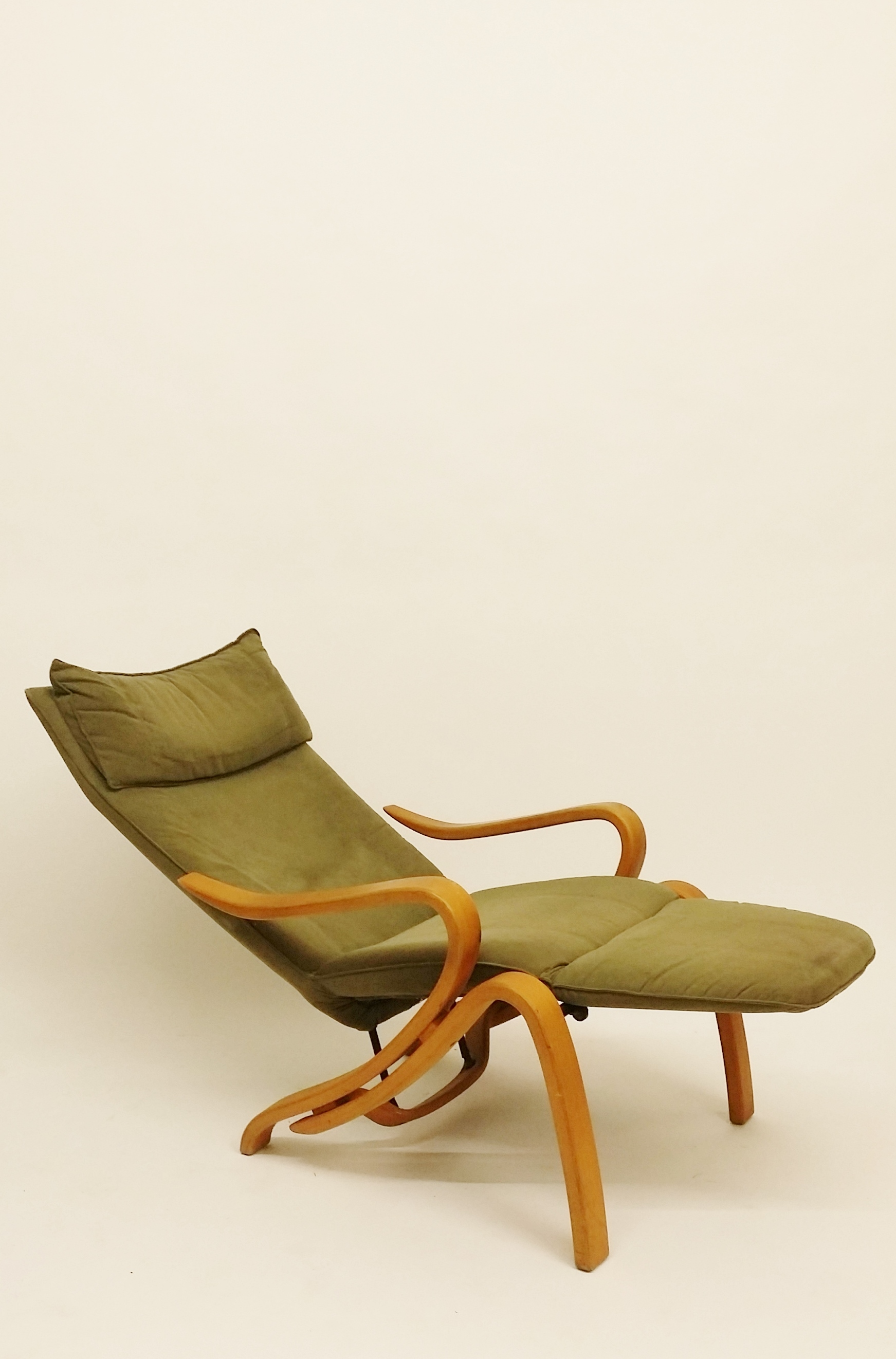 Adustable lounge chair