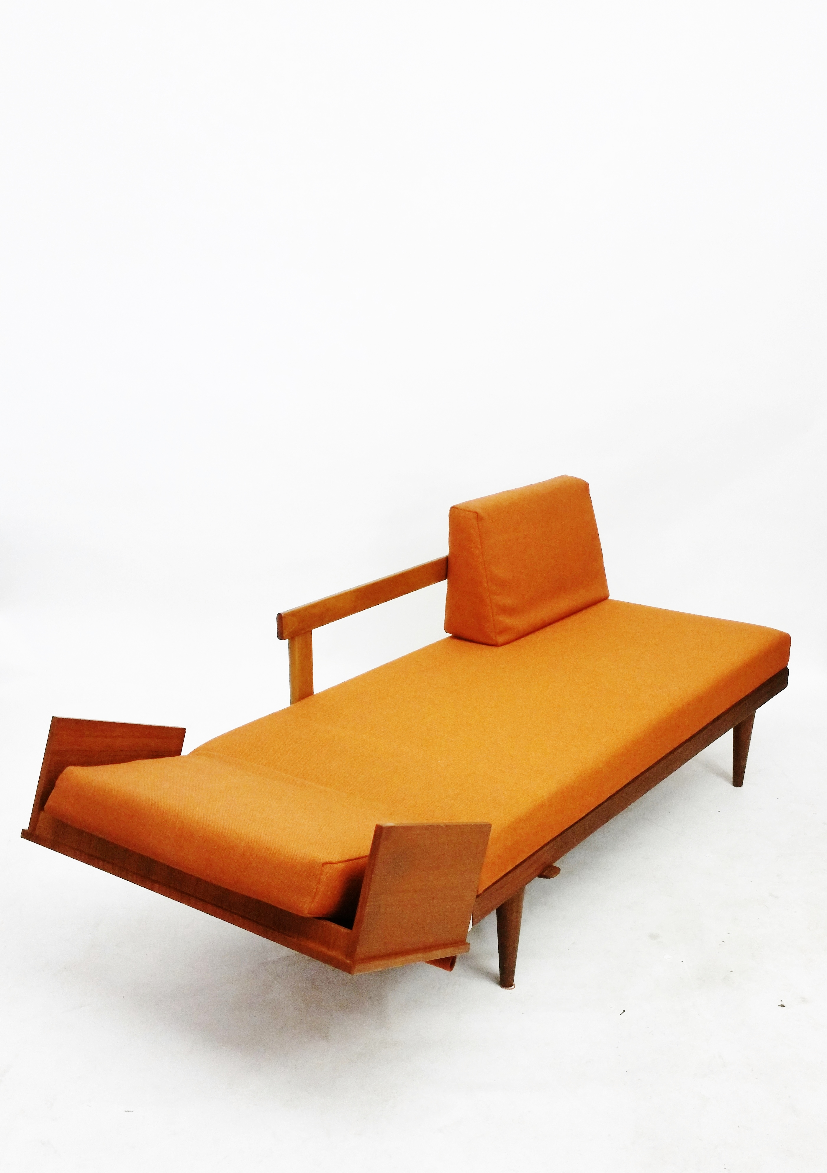 Swane Daybed